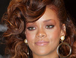"""Rihanna's Sports a New Look as she Launches Her """"Reb'l Fleur"""" Fragrance at House of Fraser in London"""